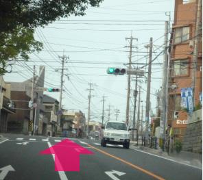 桜ケ丘に着いたら最初の交差点を過ぎてすぐ左側にあります